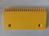 Escalator comb plate, escalator step comb plate